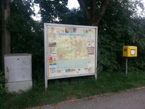 Die in die Jahre gekommene Stadtplanvitrine an der Erchanstraße wird durch eine Informationstafel ersetzt