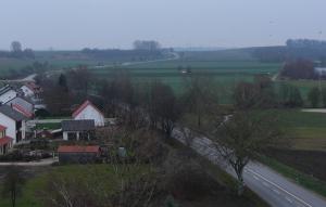 Die Staatsstraße 2214 am Höhenloher Berg bei Irgertsheim