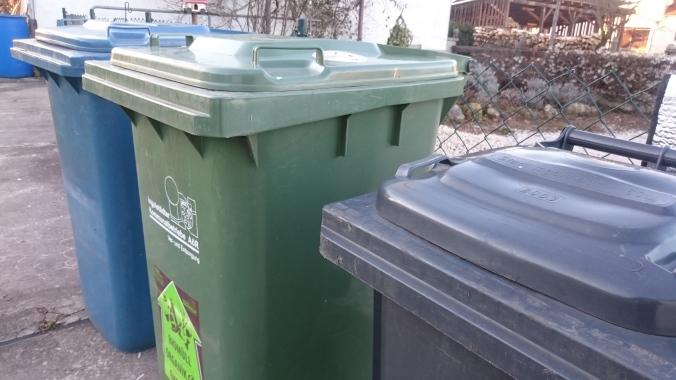 Restmüll-, Biomüll- und Papiertonnen der INKB