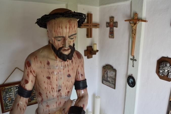 Die Holzfigur im Detail