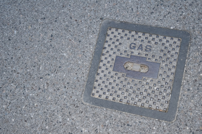 Symbolbild: Deckel eines Gasanschlusses an der Dreiländerstraße