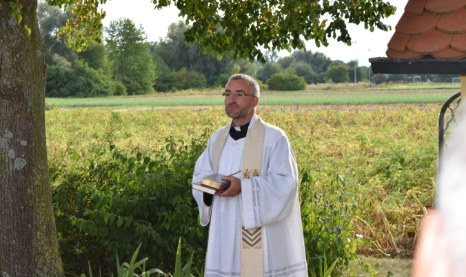 Pfarrer Bucher während seiner Ansprache
